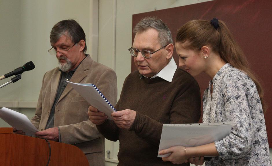 В.Дружинин (в центре)